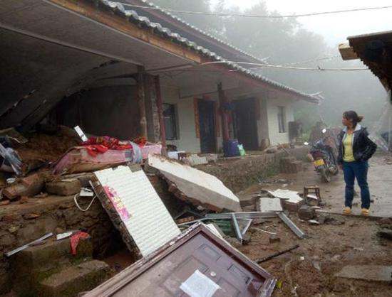 云南暴雨引发山体滑坡致3人死亡 1780多人受灾|云南|山体滑坡|暴雨